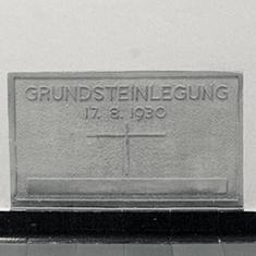 images/Galerien/05-Unternehmen/05-Geschichte/Geschichte-1930-Grundstein_235x235.jpg