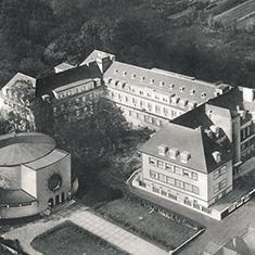 images/Galerien/05-Unternehmen/05-Geschichte/Geschichte-1945-Luftbild_235x235.jpg