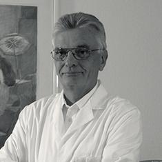 images/Galerien/05-Unternehmen/05-Geschichte/Geschichte-1987-Geburtshilfe-Chefarzt-Meinel_235x235.jpg