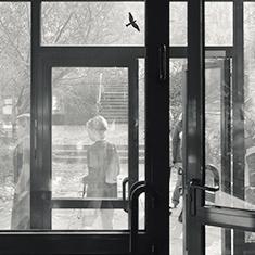 images/Galerien/05-Unternehmen/05-Geschichte/Geschichte-1989-Schule-Eingang_235x235.jpg
