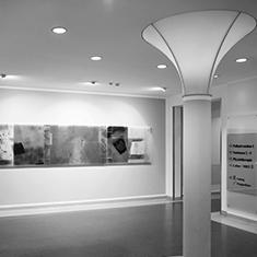 images/Galerien/05-Unternehmen/05-Geschichte/Geschichte-2005-Glaskunst-Altbau-Erdgeschoß-Leuchtsaeule_235x235.jpg