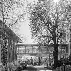 images/Galerien/05-Unternehmen/05-Geschichte/Geschichte-2019-Uebergang-Aerztehaus-FAZ_235x235.jpg